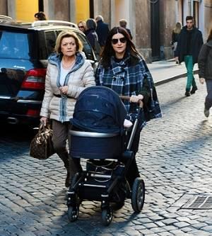 Лаура Паузини с дочкой и мамой 2013