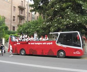 Экскурсионный автобус в Болонье