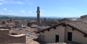 Башня Торре дель Манджа издалека