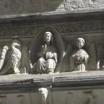 Кафедральный собор оформлен порталами и лепниной