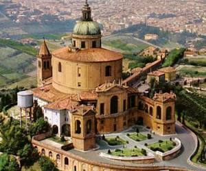 Santuario della Madonna di San Luca - достопримечательность Болоньи