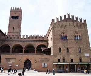 Palazzo Re Enzo - достопримечательность Болоньи