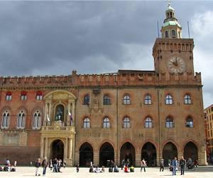 Palazzo comunale - достопримечательность Болоньи