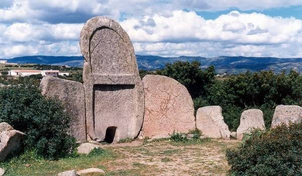 Гробница Гигантов в Ланузеи