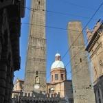 Две падающие башни - Азинелли и Гаризенда