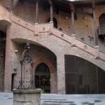 Внутренний двор дворца Энцо