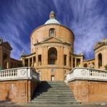 Фасад храма Мадонны святого Луки