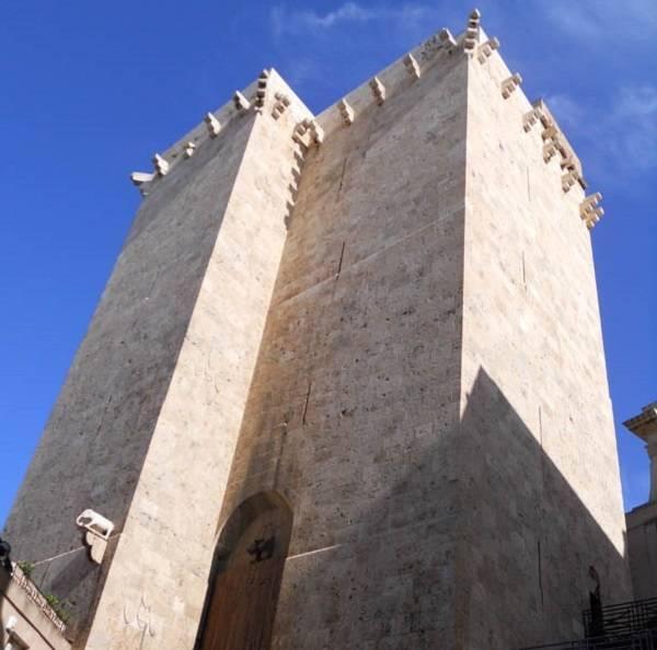 Башня Торре-дель'Элефанте в Кальяри