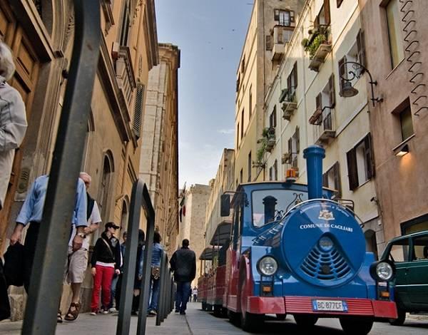 Поезд Trenino Cagliaritano в Кальяри