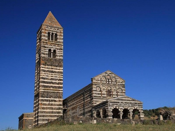 Церковь Сантиссима Тринита де Саккарджия в Сардинии