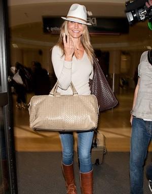 Камерон Диас с сумкой от Bottega Veneta
