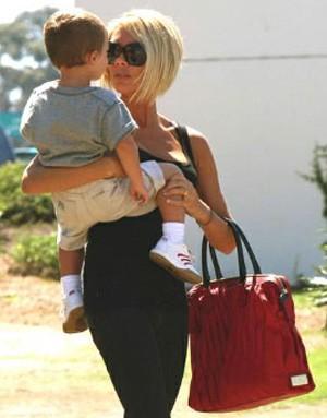 Виктория Бекхем с сумкой от Valentino
