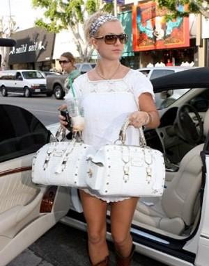Бритни Спирс с сумкой от Versace