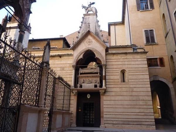 Церковь Санта – Мария Антика в Вероне