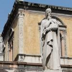 Статуя Данте на площади Signiri