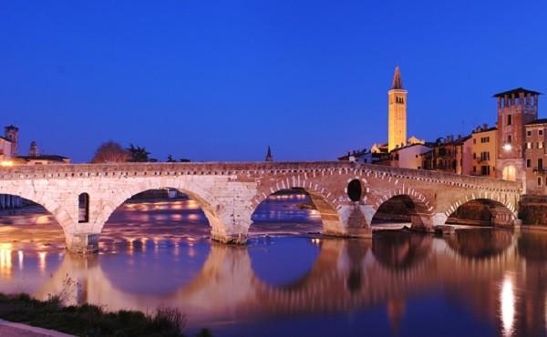 Римский мост Ponte Pietra в Вероне
