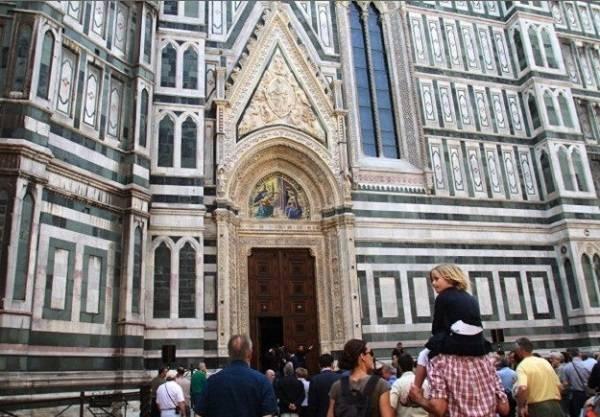 Северный вход в флорентийский собор Порта-Мандорла