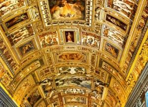 Потолок Сикстинской капеллы Микеланджело